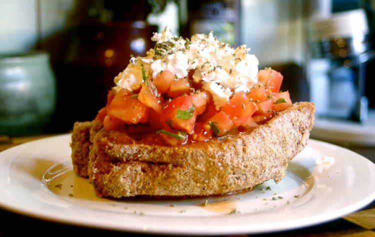 Dakos - salata cretana rustica